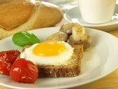 Sunny side up egg on a slice of bread — Stock Photo