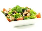 Салат из тунца на изолированном фоне — Стоковое фото