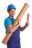 Pracownik z rury i klucza — Zdjęcie stockowe
