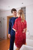 Couple standing in bathroom — Stockfoto