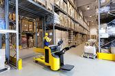 Warehouse worker — Stock Photo