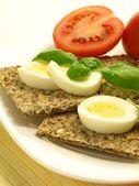 Křupavý chléb s vajíčkem — Stock fotografie