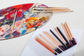 Sanatsal araçlar ve resim paleti — Stok fotoğraf