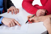 Crook convincing to sign unfair contract — Stock Photo