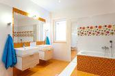 Modern bathroom for big family — Foto Stock