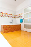 Big orange bath in the corner — Stock fotografie