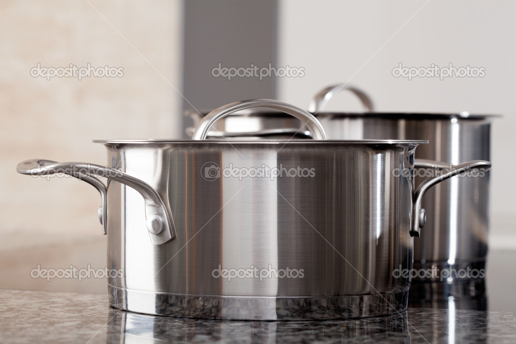 deux nouveaux propres casseroles professionnel en aluminium photographie. Black Bedroom Furniture Sets. Home Design Ideas