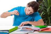 Student dělá domácí práce — Stock fotografie