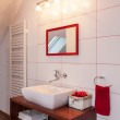 Ruby house - Red and white bathroom — Stock Photo #41334653