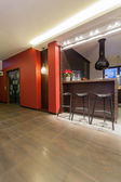 Ruby house - Kitchen with bar stools — Stock Photo