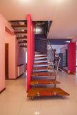 Amarant dom - schody — Zdjęcie stockowe