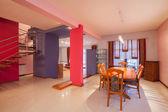 Casa amaranto - interni colorati — Foto Stock