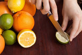 Slicing fresh fruit — Stock Photo