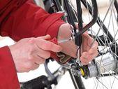 Riparazione di biciclette, primo piano — Foto Stock