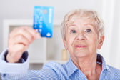 Senior lady with credit card — Stock Photo