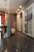 Grey tiled bathroom — Foto de Stock