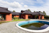 Mansion with swimming pool — Stock Photo