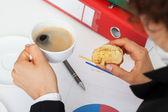 仕事でブラック コーヒー — ストック写真