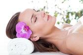 žena relaxaci v lázních — Stockfoto