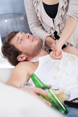 Alcoholic doesn't want to help wife — Stock Photo