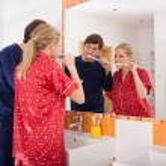 Couple brushing their teeth — Stock Photo #44469461