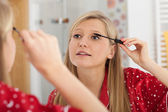 Blonde applying mascara — Stock Photo