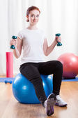 Woman training at the gym — Stockfoto