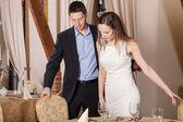Cavalheiro e mulher no restaurante — Fotografia Stock