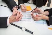 新たな戦略を議論するビジネス人々 — ストック写真