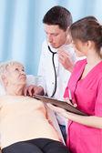 Vrouw met medisch onderzoek — Stockfoto