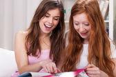 Girls reading magazines — Photo