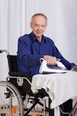 Disabled man during ironing — Stockfoto