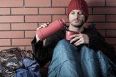 Homeless drinking hot tea — Stock Photo