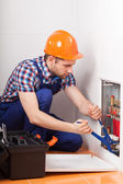Klempner, die Rohre reparieren — Stockfoto