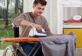 Disabled man during ironing — Stockfoto