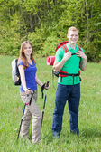 Young couple during a hiking trip — Foto Stock