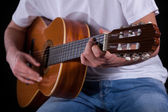 Guitarist hands playing guitar — Stock Photo