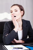 Geschäftsfrau, gähnen — Stockfoto