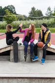 Teen group of friends — Stock Photo