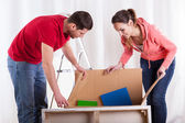 Couple packing things — Stock Photo
