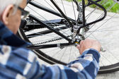 Tightening the bolts on a bicycle wheel — Stock Photo