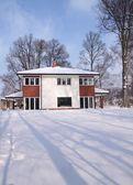 Modern house in winter — ストック写真