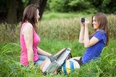 Friends take a photo — Stock Photo