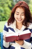 Livre de lecture fille — Photo