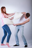 Teenagers fighting with pillows — Stockfoto