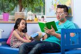Dad reading fairytale — Stock Photo