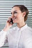 Businesswoman talking on mobile phone — Stok fotoğraf