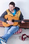 Guitarist collecting money — Stock Photo