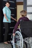 Nurse invites a disabled woman — Stock Photo