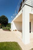 Ljusa hus med terrass — Stockfoto